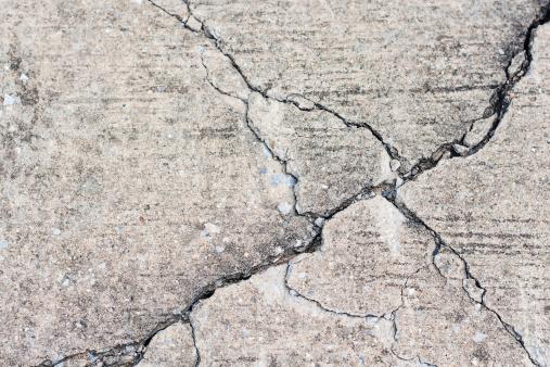 Concrete with crack.